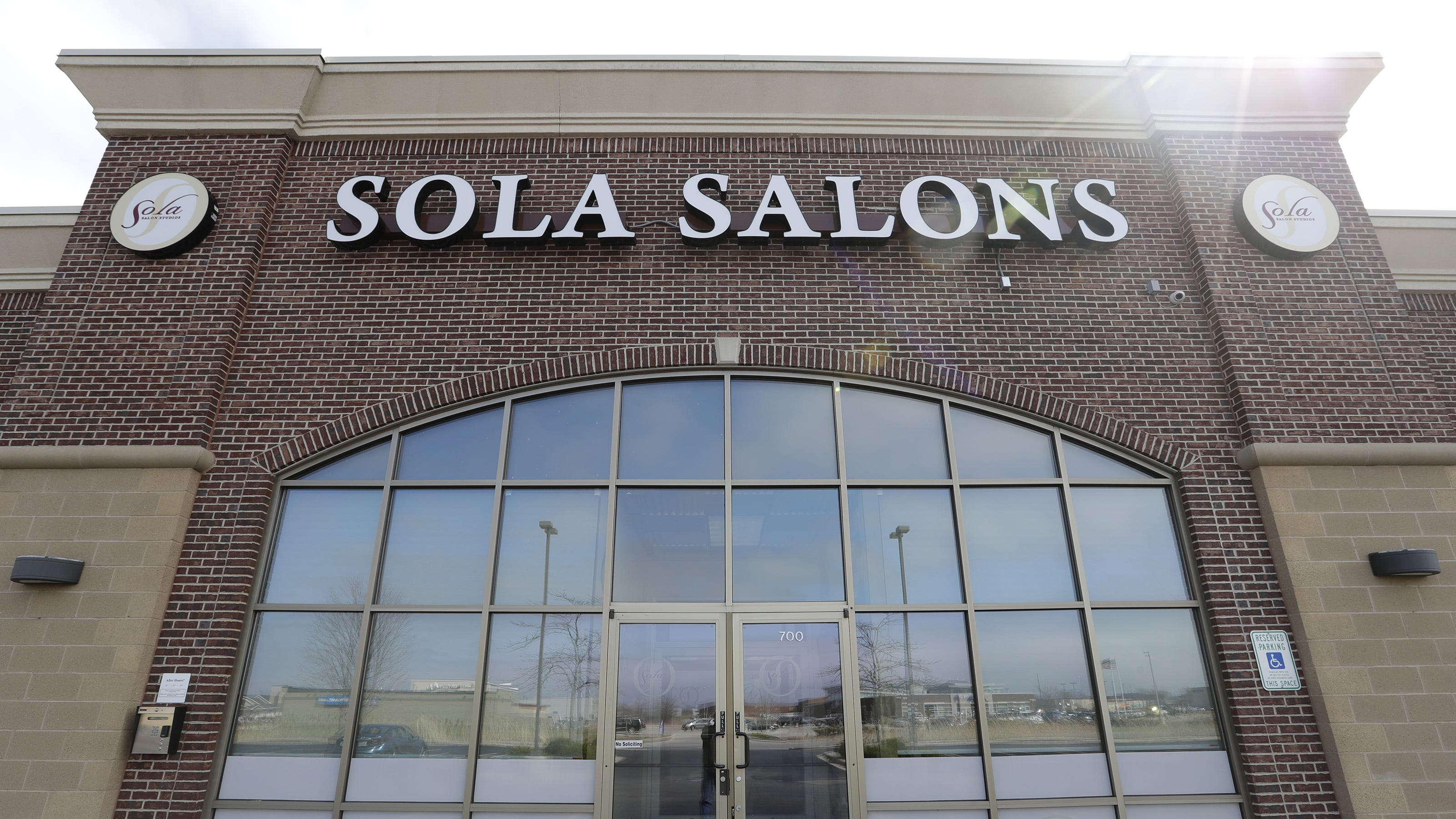 Neenah Police Backtrack On Haircuts For Officers Amid Salon Closures