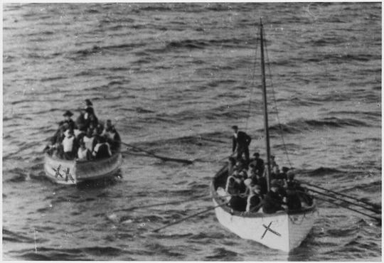 Lifeboat 14 — containing Iowa-bound Swedish immigrant Gunnar Tenglin — and Collapsible D, approaching the Carpathia on April 15, 1912.
