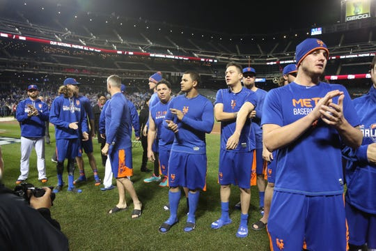 he Mets came out of the locker room to show the remaining fans their appreciation. Jacob deGrom ,  Noah Syndergaard (wearing winter hat in background) Bartolo Colon, Juan Lagares, Wilmer Flores.