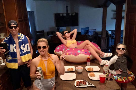 Joe, Betsy, Halle and Hayden Weber eat dinner together during their pool party-themed dinner night.