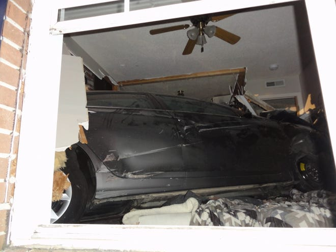 An 18-year-old driver crashes a 2013 Hyundai Sonata into a Tiny Town Road apartment building around 1:26 a.m., April 8, 2020.