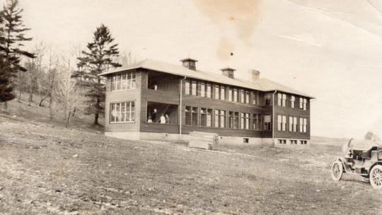 Maple Crest Sanitorium after completion around 1912.