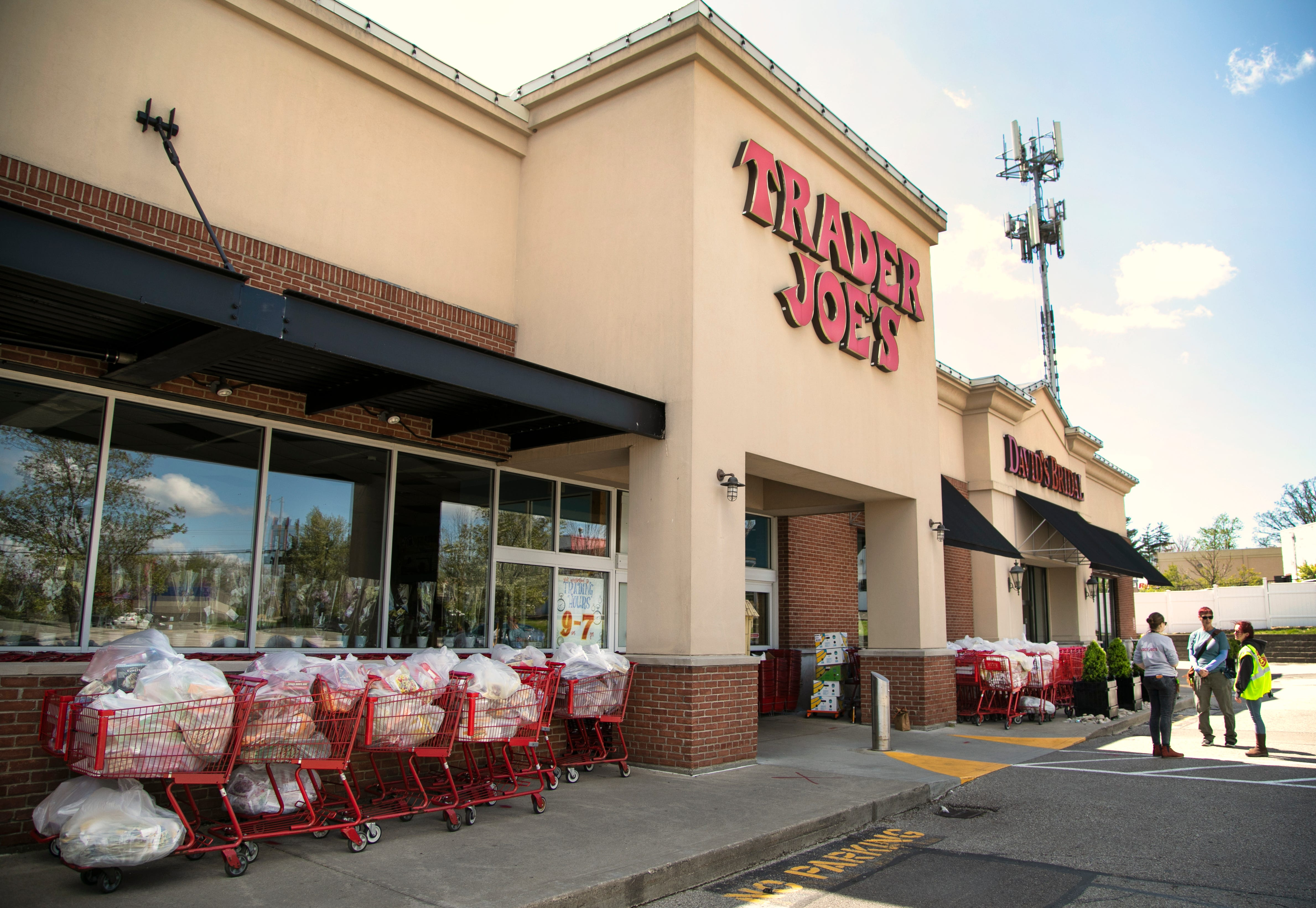 Power Outage Closes Trader Joe S Kenwood Food Donated To Charity
