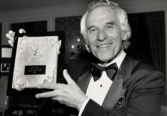 Mort Drucker poses for a picture on May 20, 1989.
