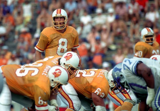 Tampa Bay Buccaneers quarterback Steve Young against the Detroit Lions at Tampa Stadium. The Lions defeated the Buccaneers 37-17.