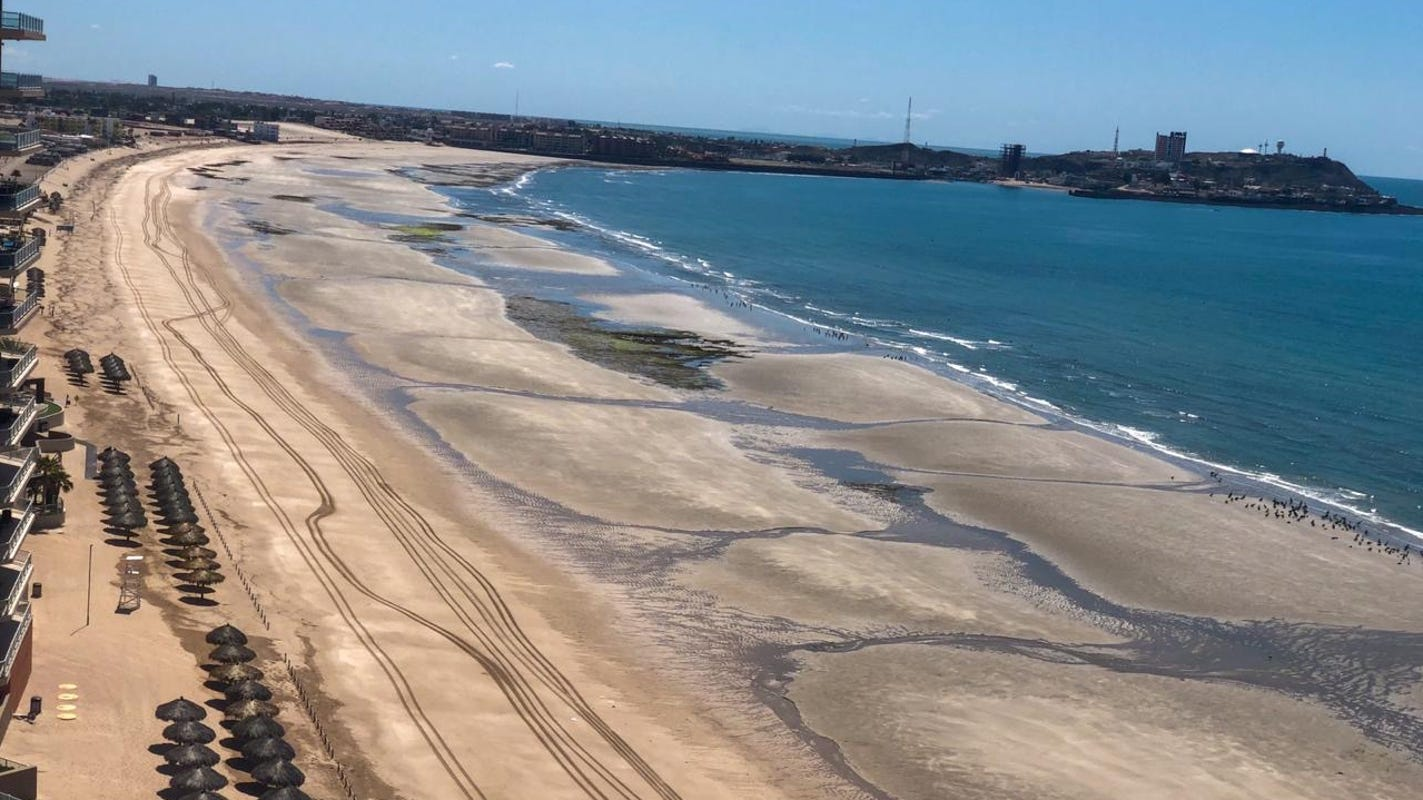 Deal reached to allow Arizona visitors to Puerto Peñasco after border residents block highway