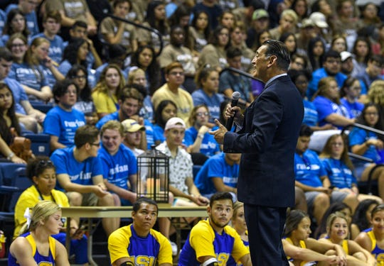 Dr. Javier Flores, vice president for student affairs and enrollment management, welcomes new students to ASU during 2019 Rambunctious Week