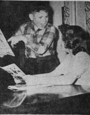 An image showing kids trading comic books was used with the articles about H. E. Hartshorn's informal study.