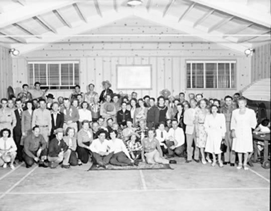 A wedding party in the large dance hall at the Ranch in 1947. Photographer: Gayle Studios