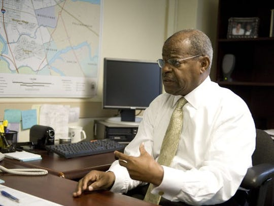 Theodore Z. Davis, a former judge and Camden chief operating officer, died at age 86.
