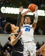 Ypsilanti Lincoln's Emoni Bates (21) was named Gatorade National Boys Basketball Player of the Year on Tuesday.