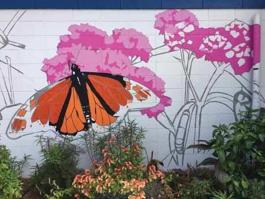 Thomasville Artist-In-Residence Ron Thomson has started work on a stunning pollinator mural in the Gardens of Gilchrist Elementary.