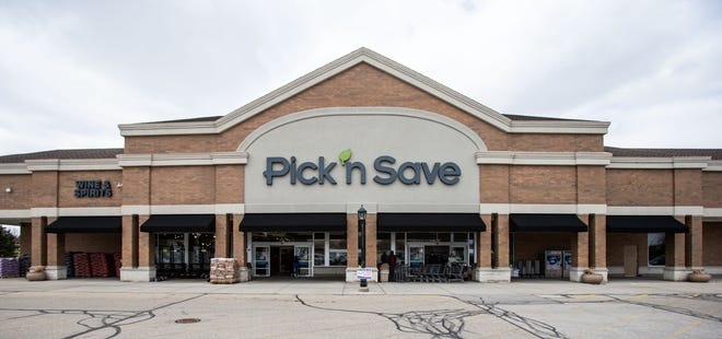 Pick 'n Save stores in Wisconsin are changing mask requirements for customers and employees as a result of changes in mask recommendations by the U.S. Centers for Disease Control and Prevention.