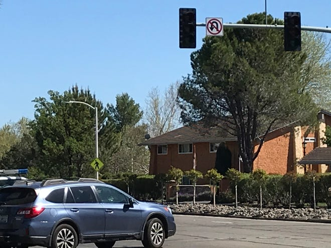 Traffic lights at the Hilltop Drive and Peppertree Lane intersection were off on Tuesday, April 14, 2020, during a  double-power outage. The electricity went out around 2:30 p.m. on Hilltop bluff and was restored at 4 p.m.