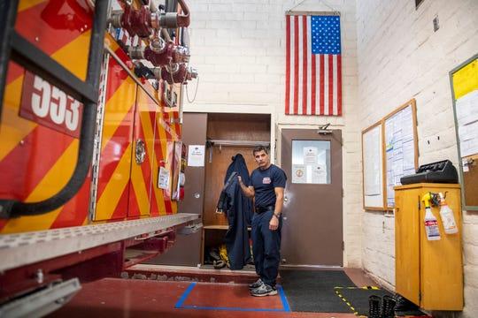 Capitán de Bomberos Larry Freitas demuestra las medidas de protección el personal toma antes de entrar ala Monterey County Regional Fire District Toro Station 1 el viernes, 14 de abril 2020.