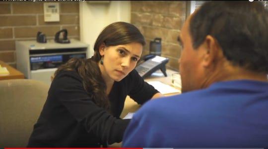 La abogada Alexis M. Álvarez durante un evento de asesoramiento para trabajadores. (Legal Aid at Work)