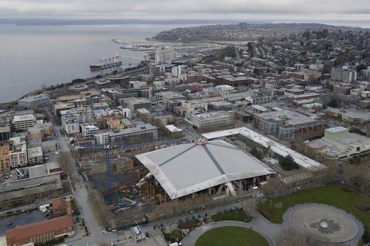 Siguen trabajos para el nuevo estadio de los Halcones Marinos de Seattle.