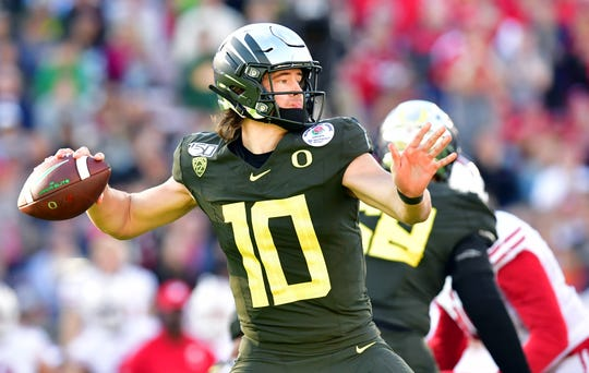 Oregon Ducks quarterback Justin Herbert (10) passes against the Wisconsin Badgers in the second quarter during the 106th Rose Bowl game at Rose Bowl Stadium in Pasadena on Jan. 1, 2020,