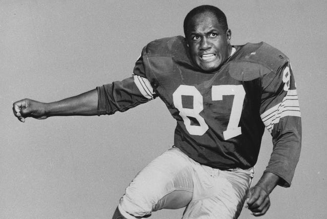 Willie Davis, NFL Hall of Famer and Legendary Packers Defensive End, Dies at 85