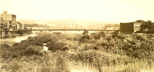 The Lake Street Bridge, pictured in 1925.
