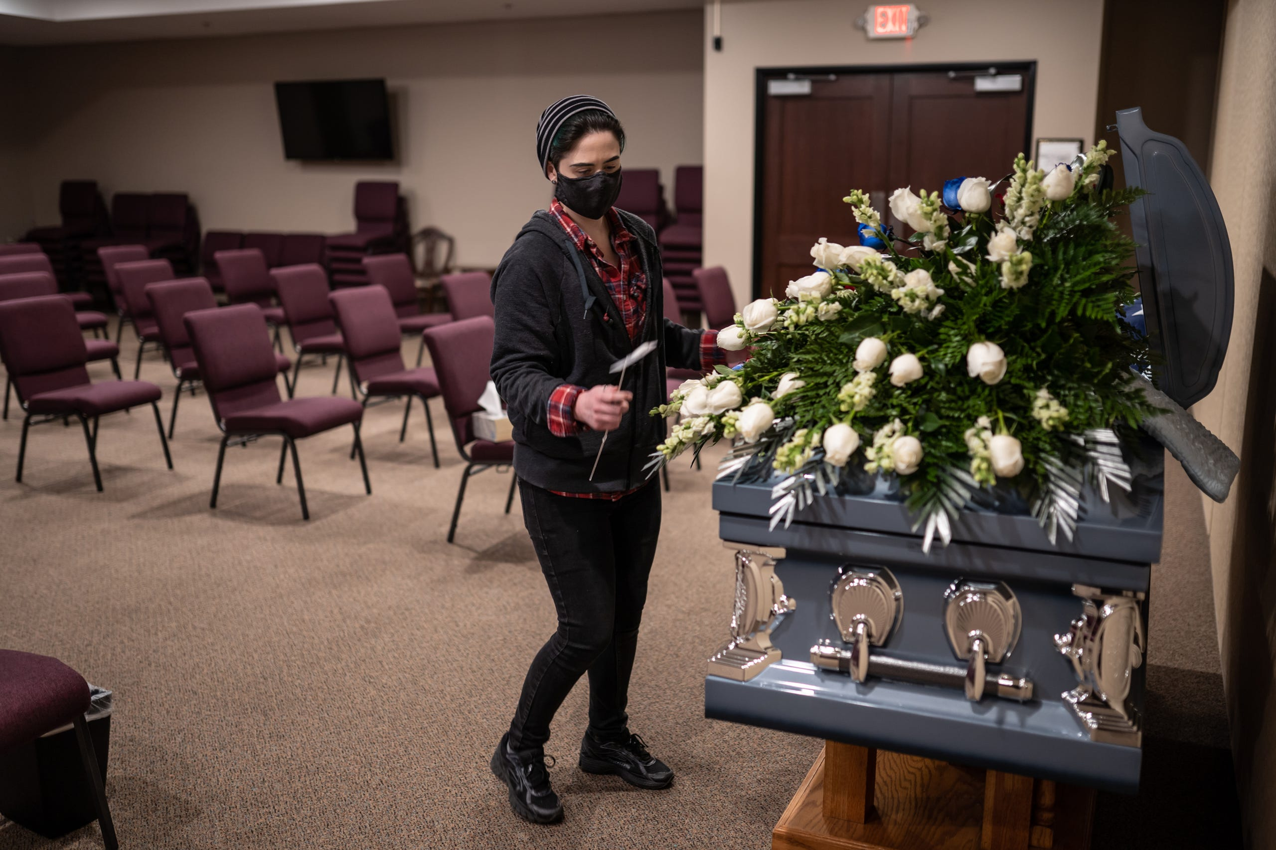Overwhelmed funeral homes, limited memorials for grieving amid COVID-19