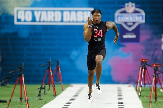 Clemson linebacker Isaiah Simmons runs the 40-yard dash during the NFL scouting combine at Lucas Oil Stadium, Feb. 29, 2020 in Indianapolis.