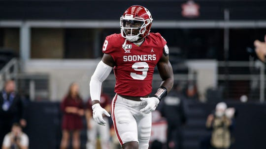 Oklahoma linebacker Kenneth Murray (9) during the Big 12 Championship game against Baylor Saturday, Dec. 7, 2019, in Arlington, Texas. (AP Photo/Brandon Wade)