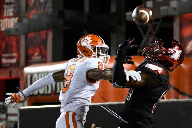 Clemson Tigers cornerback A.J. Terrell (8) breaks up a pass intended for Louisville Cardinals wide receiver Dez Fitzpatrick (87).