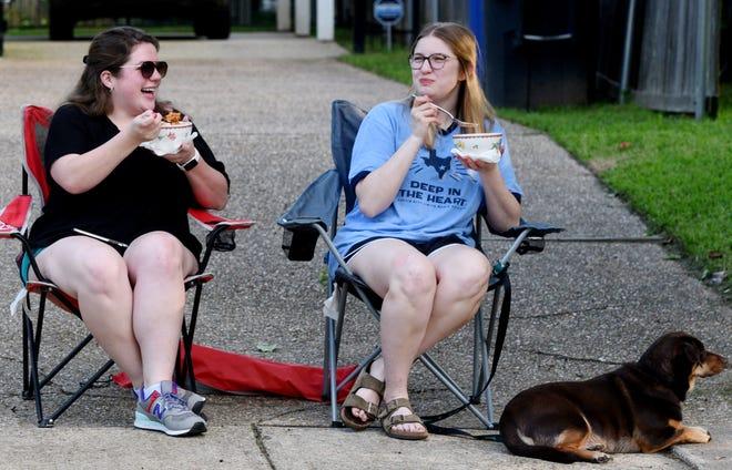 The community dinner during the coronavirus on Delaware Street.