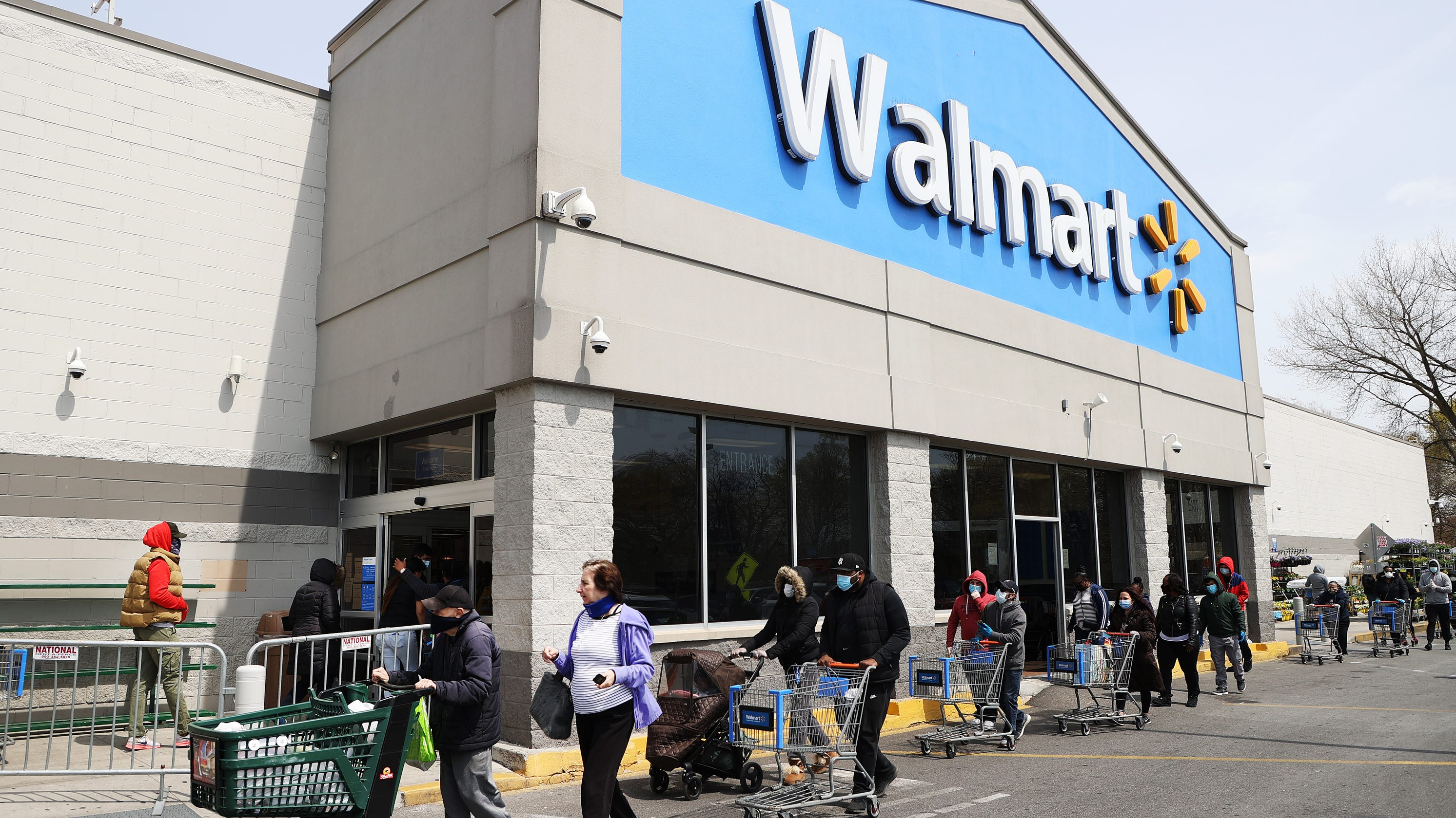 Will Walmart require shoppers to wear masks nationwide? CEO says mandate is 'something on our minds' – USA TODAY