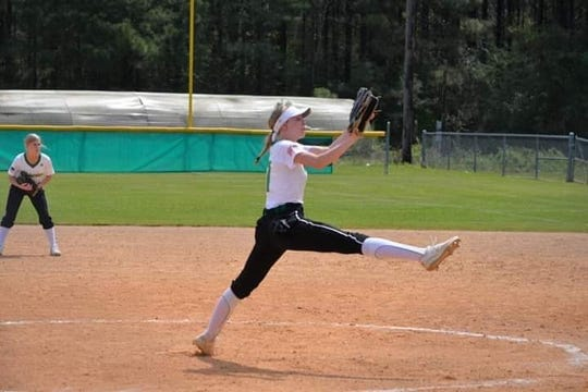 Plainview senior Kinsley Ashworth (7) pitches during a game this season for the Lady Hornets.