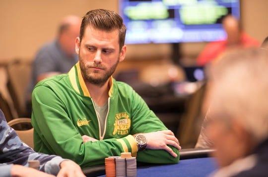Chris Moon dari Sterling Heights menampilkan monster di poker pada tahun 2019.