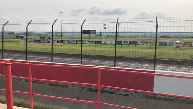 Park Jefferson Speedway in North Sioux City plans a racing event with up to 700 spectators Saturday night.