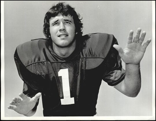 Legendary Burkburnett Bulldog Zac Henderson passed away earlier this week. He was an all-American safety for the Oklahoma Sooners in 1977.