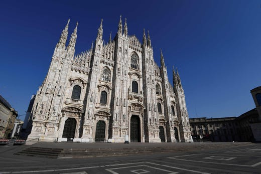 A general view shows a deserted Piazza del Duomo in center Milan on April 9, 2020 during the country's lockdown aimed at curbing the spread of the COVID-19 infection, caused by the novel coronavirus.
