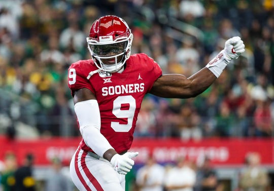 Oklahoma Sooners linebacker Kenneth Murray (9) reacts during the first quarter against the Baylor Bears in the 2019 Big 12 Championship Game at AT&T Stadium.