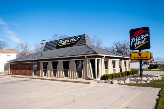 The Port Huron Pizza Hut has closed permanently.