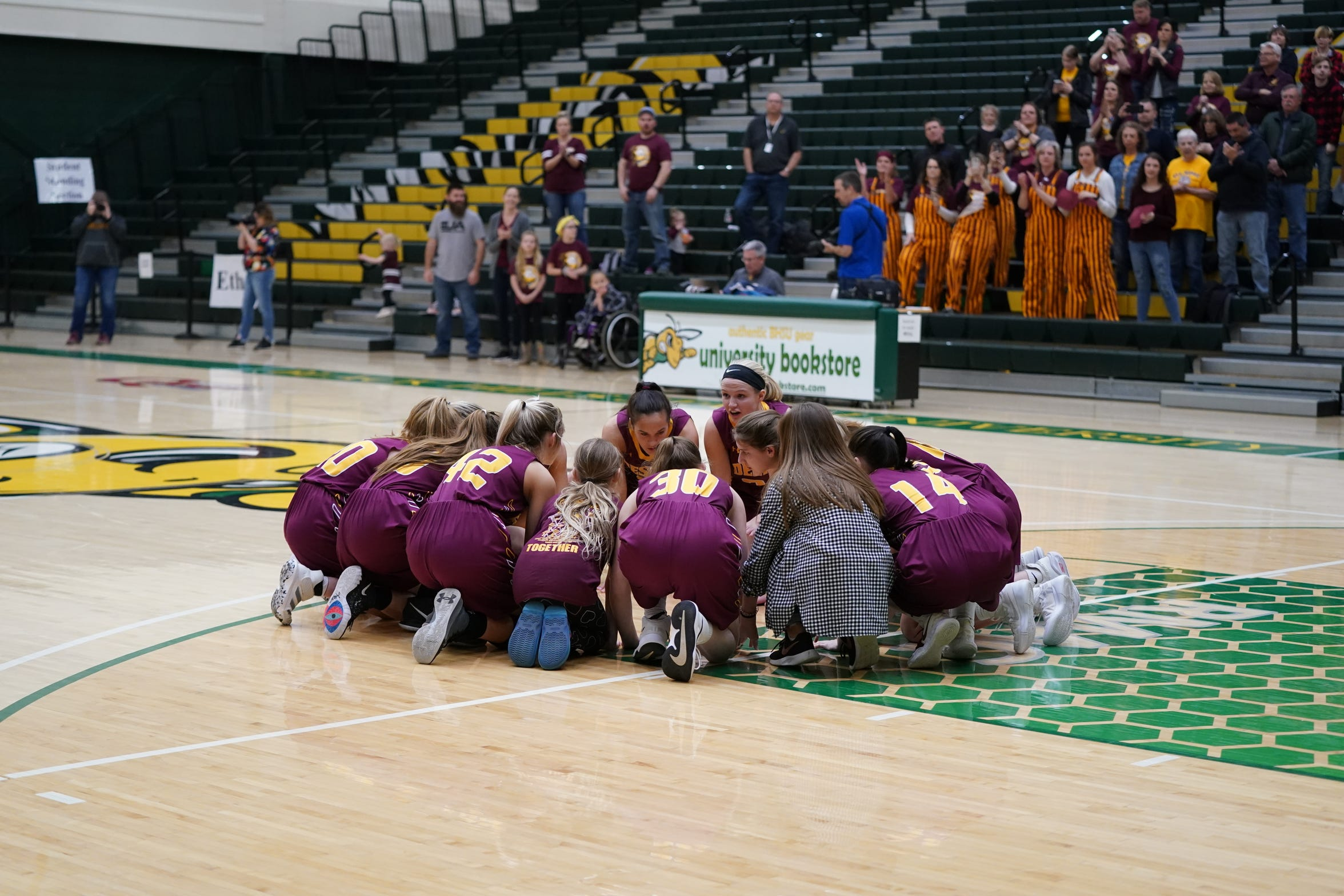 De Smet girls prepare for their quarterfinal against Faulkton Area at the Class B state tournament.