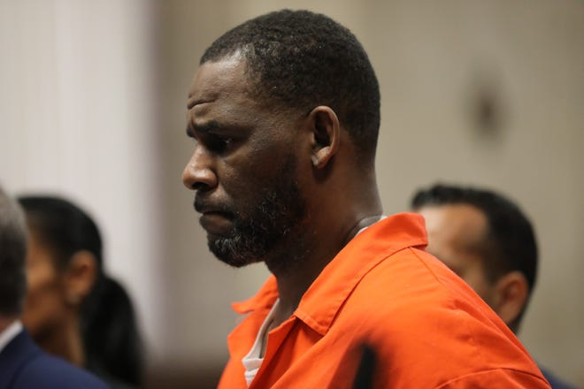 Singer R. Kelly appears during a hearing at the Leighton Criminal Courthouse on September 17, 2019 in Chicago, Illinois.