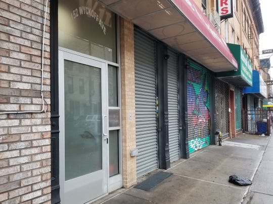 Shops are closed and streets are empty in New York in April 2020 amid the coronavirus pandemic.