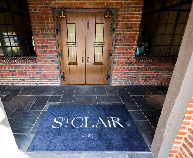 The entryway for the St. Clair Inn.