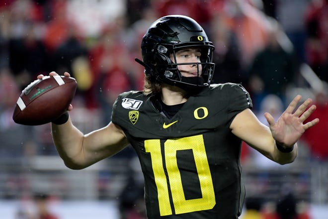 Dec 6, 2019; Santa Clara, CA, USA; Oregon Ducks quarterback Justin Herbert (10) looks to pass against the Utah Utes during the second half of the Pac-12 Conference championship game at Levi's Stadium. Mandatory Credit: Kirby Lee-USA TODAY Sports