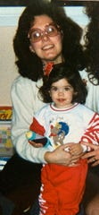 Marisa Leuzzi and her aunt, Renee Bannister, on Christmas Day in 1991 or 1992. In April 2020, Marisa donated plasma for her aunt's treatment after both contracted COVID-19 but Leuzzi recovered.