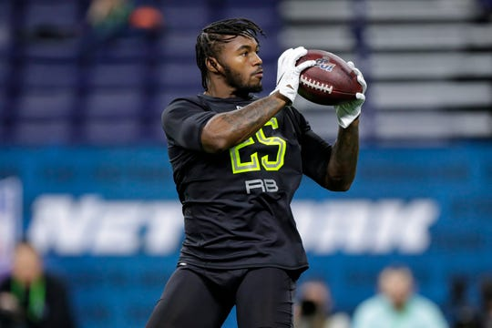 Georgia running back D'Andre Swift runs a drill at the NFL Combine.