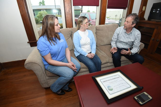Victim Witness Coordinator Teresa Garrett, left, and Prosecuting Attorney David Ethredge, right, speak with Grandma's House Executive Director Steiner on Wednesday. Garrett and Ethredge were at the facility thanking personnel there for their work.