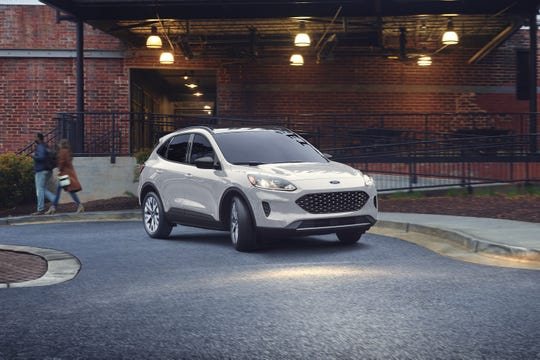 At 15 feet 1 inch in length and passenger space of 104 cubic feet, the 2020 Ford Escape Titanium AWD hybrid represents the epitome of what U.S. buyers are seeking in a compact crossover SUV.