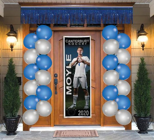 A sample of a graduate door-decor package available from Shindigz.com.