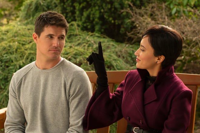 """Télécharger (Amazon, 2020): Andy Allo joue Nora Antony, un ange pour le défunt Nathan Brown (Robbie Amell), qui """"téléversé"""" lui-même dans une vie après la mort virtuelle paradisiaque"""