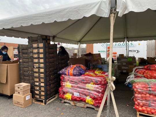 MCFOODS serves Middlesex County families in need