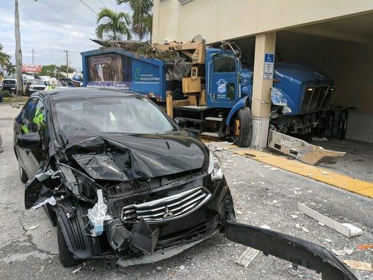 Four-vehicle traffic crash closes part of Palm Beach Boulevard Thursday, April 30.
